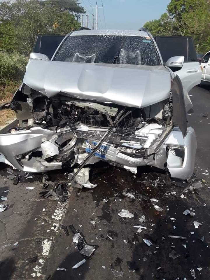 Patrulla choca contra otro vehículo y deja siete lesionados, entre ellos tres agentes PNC