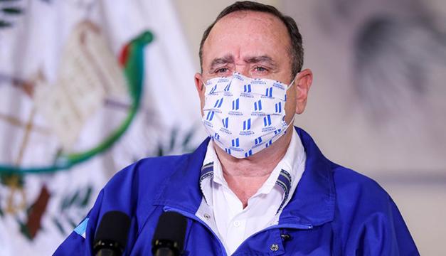 """Denuncian a presidente de Guatemala por """"incumplimiento de funciones"""" en pandemia"""