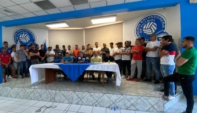 Futbolistas salvadoreños aceptan rebaja salarial del 20%