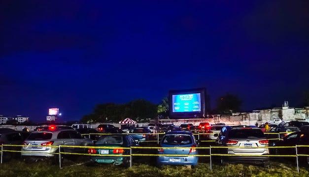 San Salvador celebró su primera noche de Cine sobre Ruedas