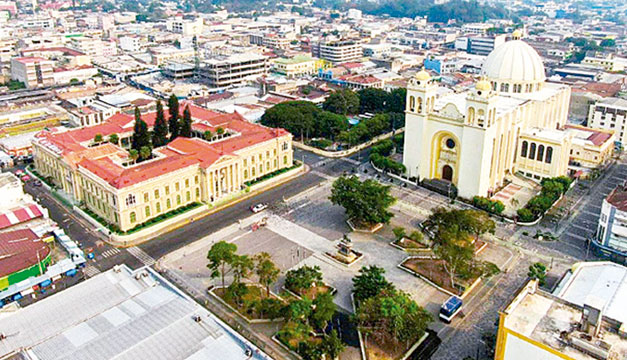En el Centro Histórico de San Salvador domina la preocupación por la comida