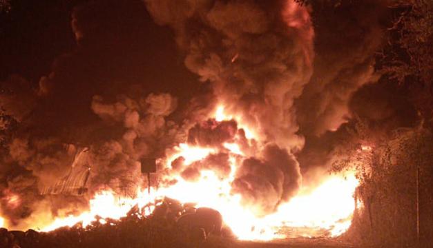 Se incendia recicladora de llantas cerca de planta cementera en Metapán