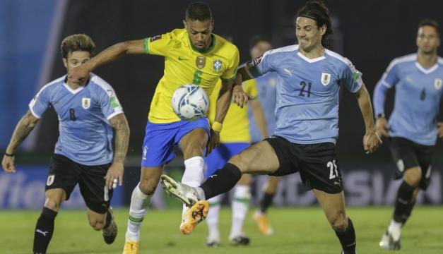 Brasil vence 2-0 a Uruguay y se afianza en la punta de la clasificatoria a Catar-2022