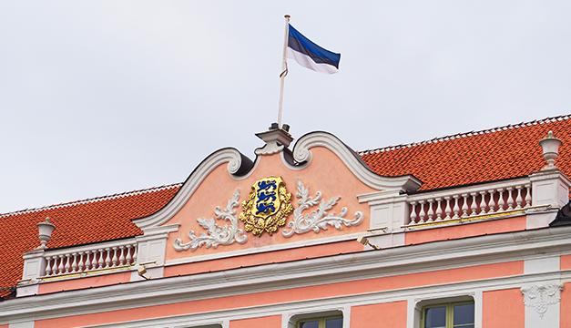 Ministra de Educación de Estonia renuncia por utilizar vehículo oficial para fines personales