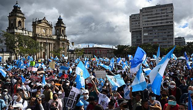 Guatemala invoca la Carta Democrática de la OEA ante las fuertes protestas en rechazo a sus presupuestos