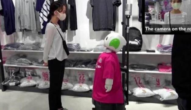Un robot en Japón recuerda a los clientes que deben usar mascarilla