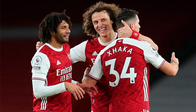 Arsenal derrota 3-0 al Newcastle y sigue su remontada