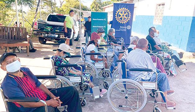 Banco Promerica realiza donativo a personas de la tercera edad