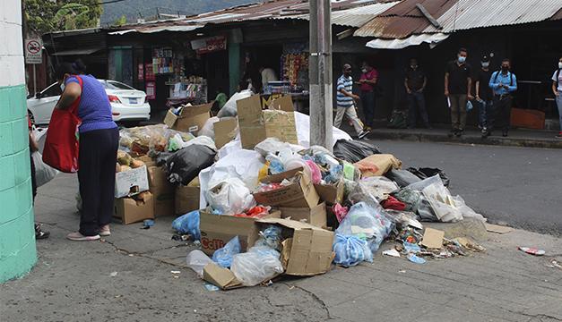 Alcalde capitalino denuncia problemas para recolectar basura
