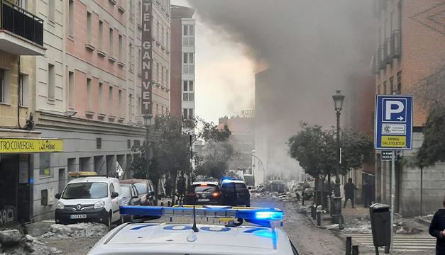 Dos muertos deja una fuerte explosión y destruye tres plantas de un edificio en Madrid, España