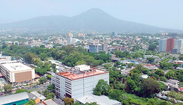 Riesgo país se eleva en El Salvador tras destitución de magistrados