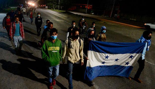 Parte caravana de migrantes hondureños hacia Estados Unidos