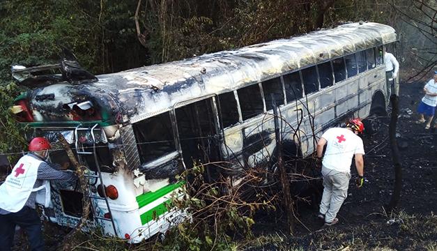 Reportan bus de Aguilares incendiado en carretera Troncal del Norte