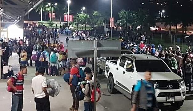 Anoche se integró caravana de migrantes que parte hoy de Honduras