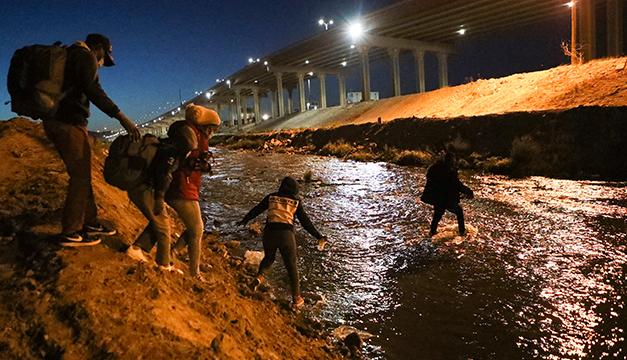 Detenciones de migrantes en la frontera de EEUU suben un 71 % en marzo