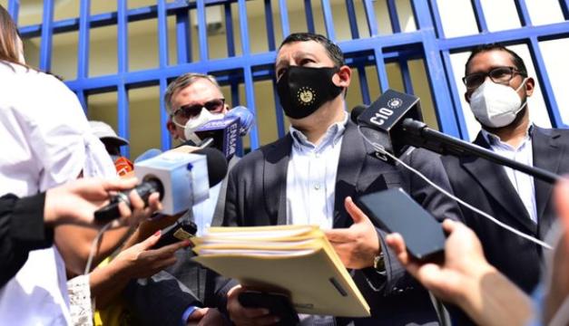 Viceministro de Transporte denuncia cobro ilegal de hasta $1,200 por tramitación de permisos