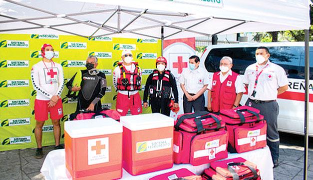 El SISTEMA FEDECRÉDITO entregó donativo a la Cruz Roja Salvadoreña