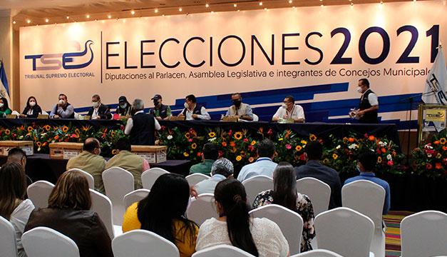 Preparan credenciales a 3,204 diputados y concejales