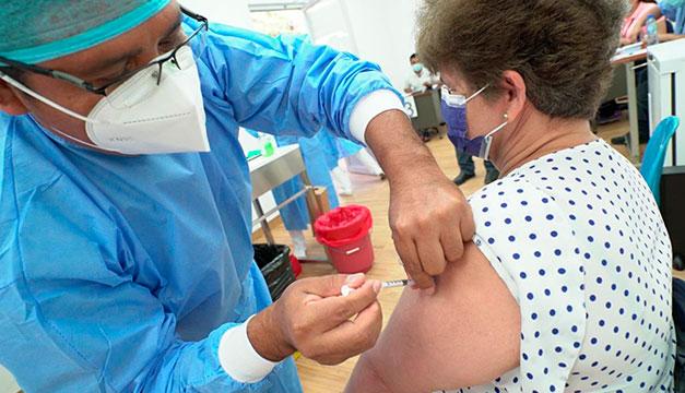 Más de 500 mil personas ya fueron vacunadas contra el covid-19, reporta el gobierno