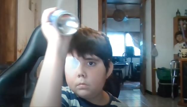 Tomás, el niño con cáncer al que ayudaron a convertirse en un youtuber famoso