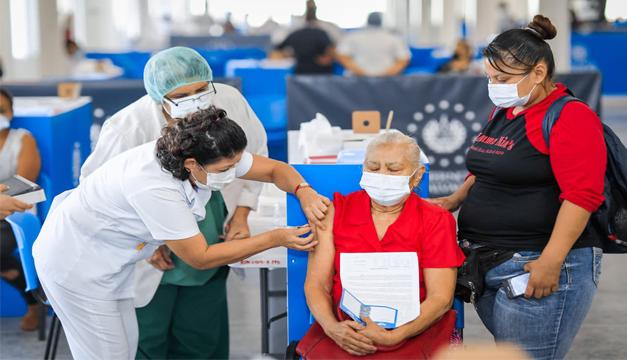 Gobierno reporta más de 460 mil personas vacunadas contra el covid-19 en El Salvador