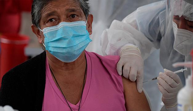 """Iberoamérica pide no """"acaparar"""" vacunas contra un covid que pone de rodillas a varios países"""