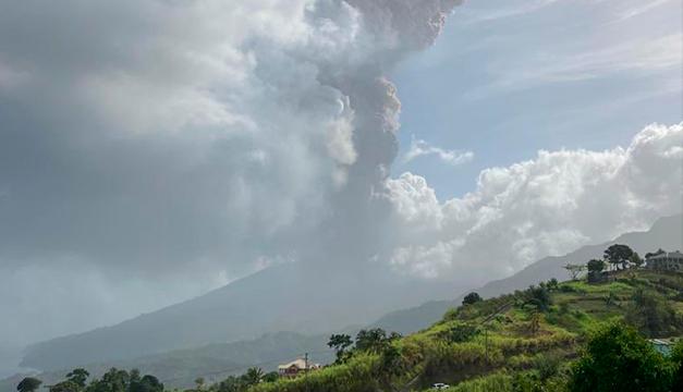 En erupción el principal volcán de la isla caribeña San Vicente