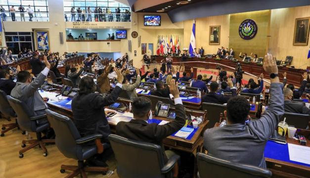 Organizaciones de migrantes en EEUU piden a Asamblea restituir en cargos a magistrados y fiscal