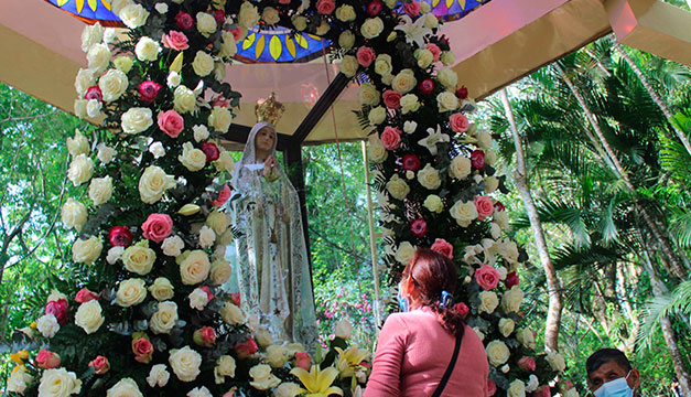 Celebran con devoción a la virgen de Fátima en medio del covid-19