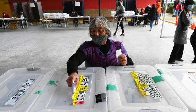 Chile avanza en segunda jornada de elección para cambiar su eje social