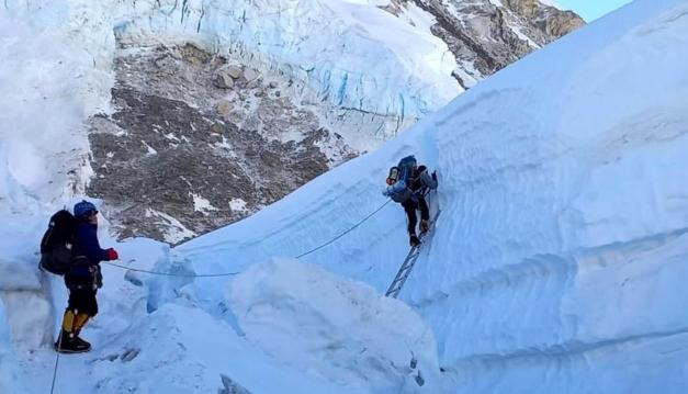 Alfa Karina Arrué podría llegar mañana a la cima del monte Everest