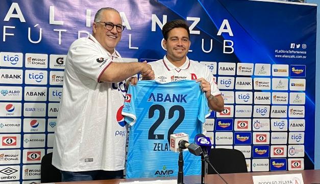 Rodolfo Zelaya renueva con Alianza FC por cuatro torneos cortos