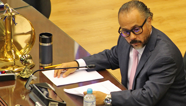 Ernesto Castro promete debido proceso en despidos