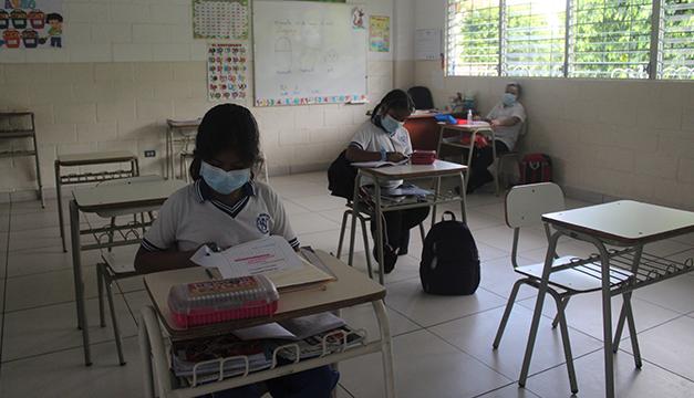 Escuelas reportan aumento gradual de estudiantes a un mes de clases