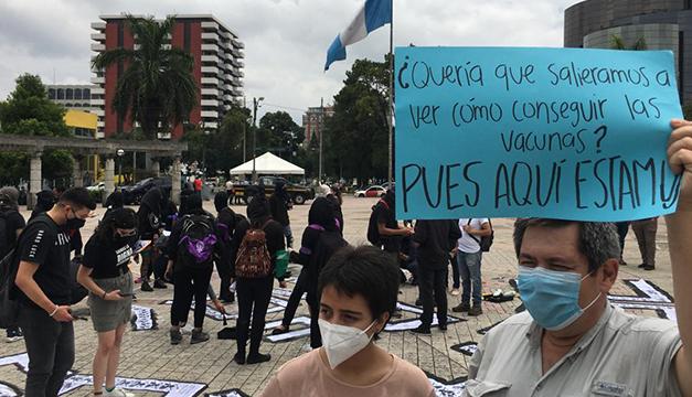 Guatemaltecos exigen la renuncia del presidente por escasez de vacunas contra covid