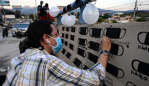 Alcaldes hondureños imploran a El Salvador que les done vacunas anticovid