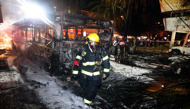 Bombardeos mutuos entre palestinos e israelíes dejan víctimas y destrucción