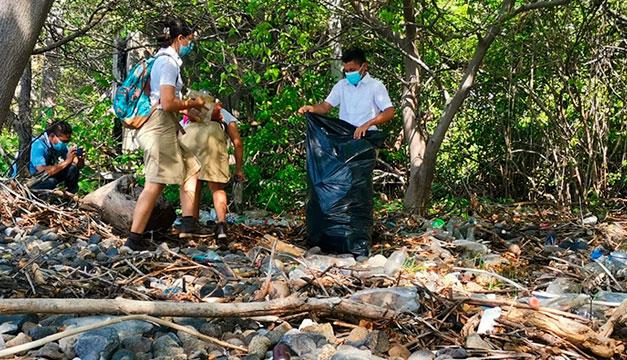 Limpian playas en El Jaguey, La Unión