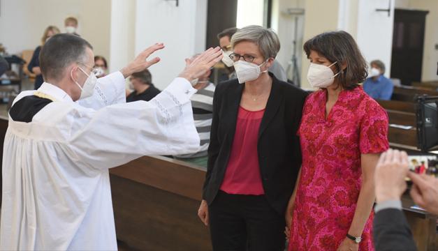 Sacerdotes alemanes desafían al Vaticano y bendicen a parejas del mismo sexo
