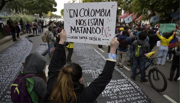 Trece días de protesta dejan 42 muertos en una Colombia sumida en represión