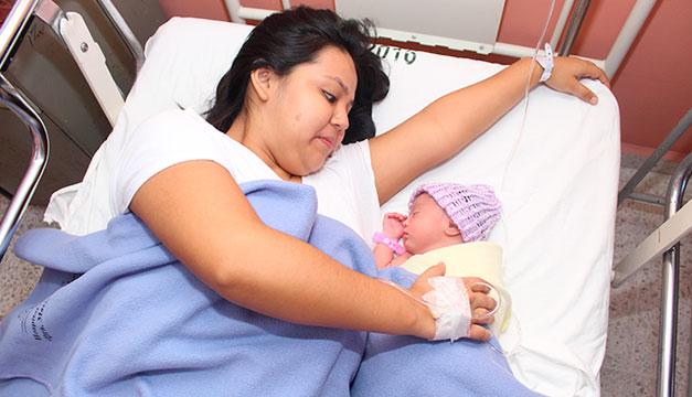 Madres podrán ser acompañadas en los partos en hospital público