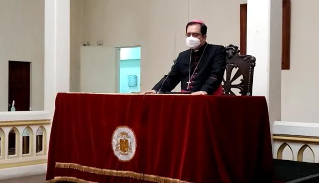 """Arzobispo de San Salvador pide no """"presionar"""" a la justicia en caso FMLN"""
