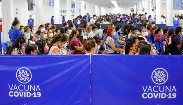 """El Salvador vacunó este lunes a 85,221 personas contra la covid-19, mientras preocupa presencia de """"Delta"""""""