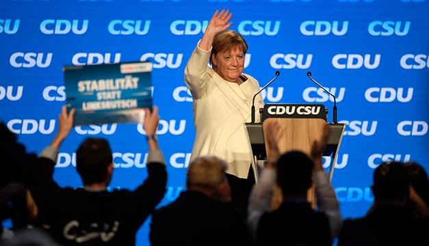 """¿Por qué Merkel pide el voto para Armin Laschet y le dice a votantes que """"no da igual quién gobierne"""" en Alemania?"""