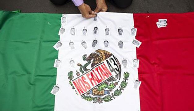Familias de Ayotzinapa reclaman se investigue al ejército mexicano por desaparición de los 43 normalistas