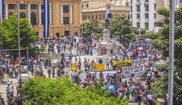 """""""El león juzga por su condición"""": responden a Bukele por culpar a extranjeros de financiar las marchas"""
