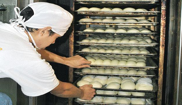 Precio del pan se incrementaría por el alza de aceite y harina