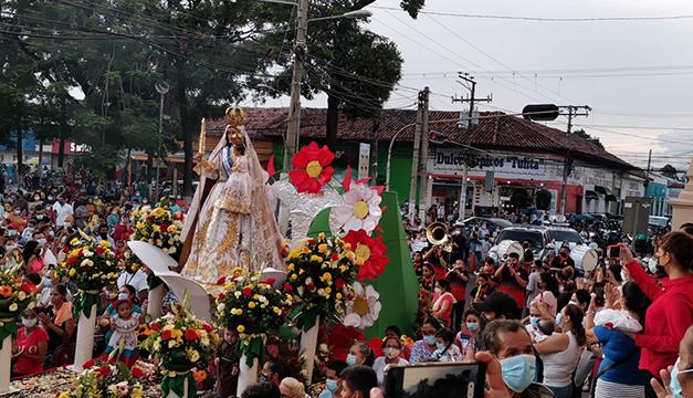 Migueleños acuden a procesión de Virgen de la Paz, pese a llamado a no asistir por covid-19