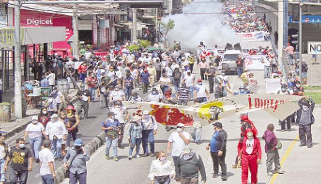 """Director de Human Rights Watch sobre decreto: """"Evidentemente el objetivo es frenar las protestas"""""""