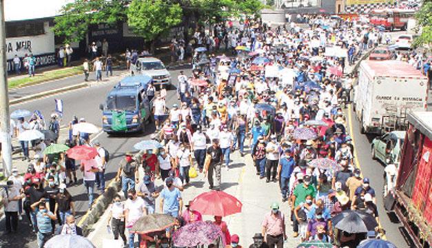 Protestas contra el bitcoin y la reelección en El Salvador